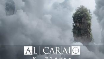 Vemos una montaña muy estrecha, como un pilar rocoso y con vegetación, brotando de la niebla espesa. El título del relato es: Al carajo.