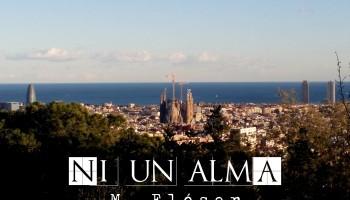 Vemos una panorámica de Barcelona desde un mirador, en el centro se encuentra la sagrada familia despuntando sobre los edificios bajos de la ciudad. Al fondo el mar y en primer plano un conjunto de árboles que sirven como marco de la imagen. El relato se titula: Ni un alma.