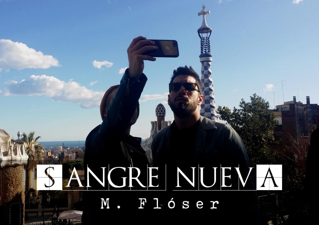 En la foto vemos dos hombres jóvenes con gafas de sol, están en el Park Güell, de Barcelona, haciéndose un selfie con la ciudad de fondo, que se extiende como una alfombra que termina en el mar. El relato se titula: Sangre nueva.